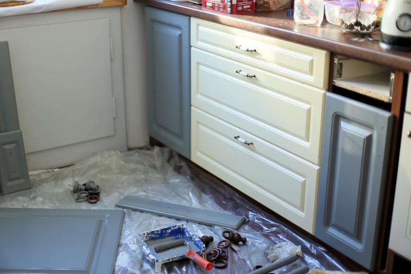 PROJEKT KUCHNIA #3: Jak przerobić szafki kuchenne z MDF? Zrywać czy zostawić okleinę ...